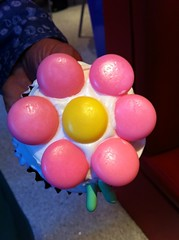 How cute is this candy flower cupcake? by Rachel from Cupcakes Take the Cake