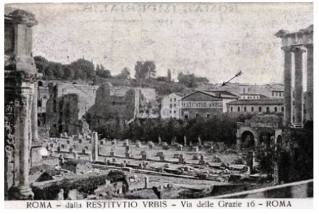 """Rome, Visitor Center / Roman Forum (1906): View of the first center near the Roman Forum, established by Prof. Giacomo Boni in 1906. Displayed here the """"RICOSTRUZIONE PLASTICA ESEGUITA DAL PROF. G. MARCELLIANI,"""" the first model of ancient Rome (ca. 1906)."""