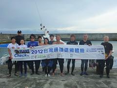 來自各地的10位潛水志工齊力協助完成綠島珊瑚礁體檢活動
