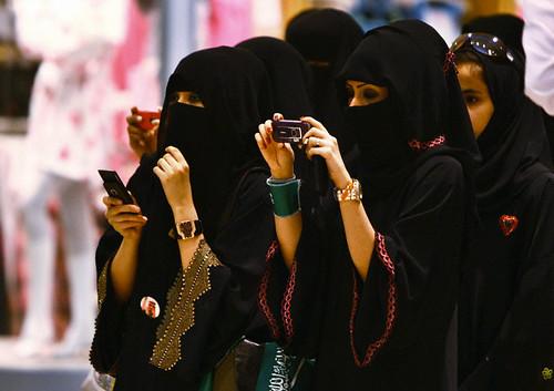 Hijab / Scarf Styles in Saudi Arabia ~ Life in Saudi Arabia