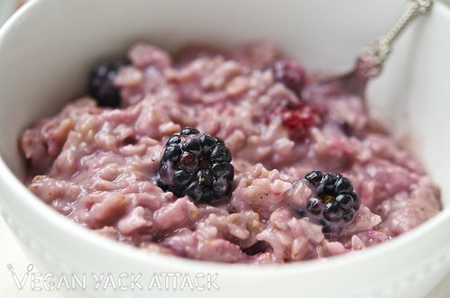 With blackberries coming into season, what better way to bridge cool and warm weather with a comforting and fruity breakfast of Blackberry Cardamom Oatmeal.
