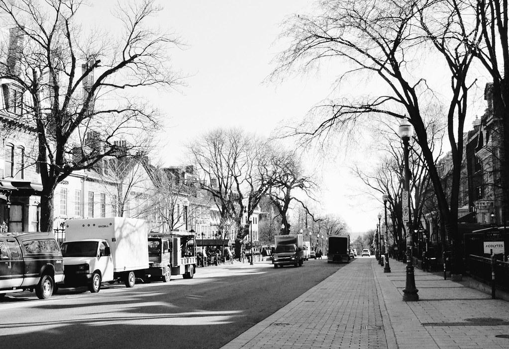 rue-quebec-city-BW