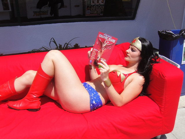 Free Comic Book Day 2012 - Wonder Woman relaxes with a good book