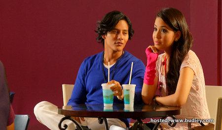 Nazim Othman pegang watak sebagai Eddie manakala Nabila Dally sebagai Mira