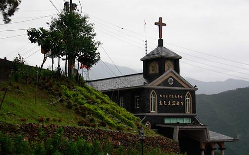 達來部落原地重建的達瓦達旺教會。