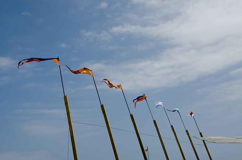 XI Fira del Mar. Els gallardets dels bots de l'associació Patí català Calafell al Museu Flotant (varador de la sorra)