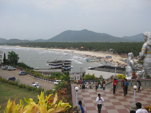 Sight of the Murudeshwara sea beach from Lord Shiva's giant statue