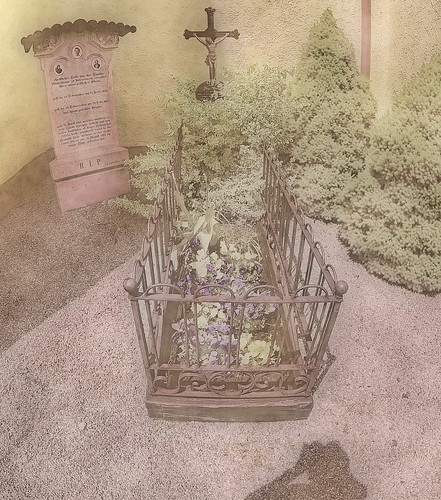 At the Grave of the Giant - Franz Winkelmeier, body height 2,58 meters