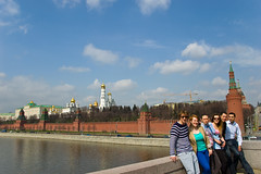 Sur le Pont Bolshoy Moskvoretsky devant le Kremlin
