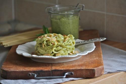 Trenette al pesto di zucchine e mandorle