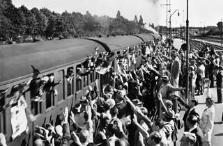 Frikorps Danmarks afrejse fra Hellerup Station.