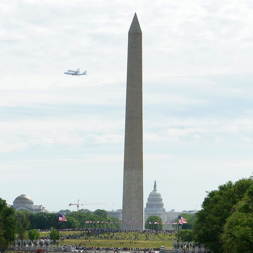 747 SCA, Discovery, Washington Monument, and Capitol