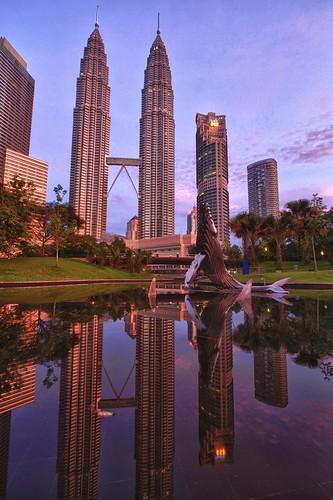 sunrise reflections morningafter malaysia kualalumpur kl goldenhour petronastowers goldentriangle