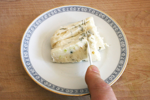 16 - Gorgonzola zerkleinern / Cut gorgonzola