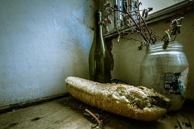 Nature molle, du pain et du vin.
