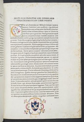 Decorated initial and manuscript coat of arms in Scriptores rei militaris