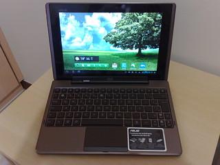 EEE Pad Transformer com teclado.