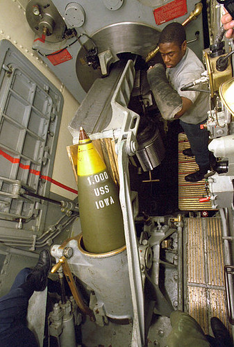 404px-USS_Iowa_(BB-61)_projectile_hoisted_to_spanning_tray