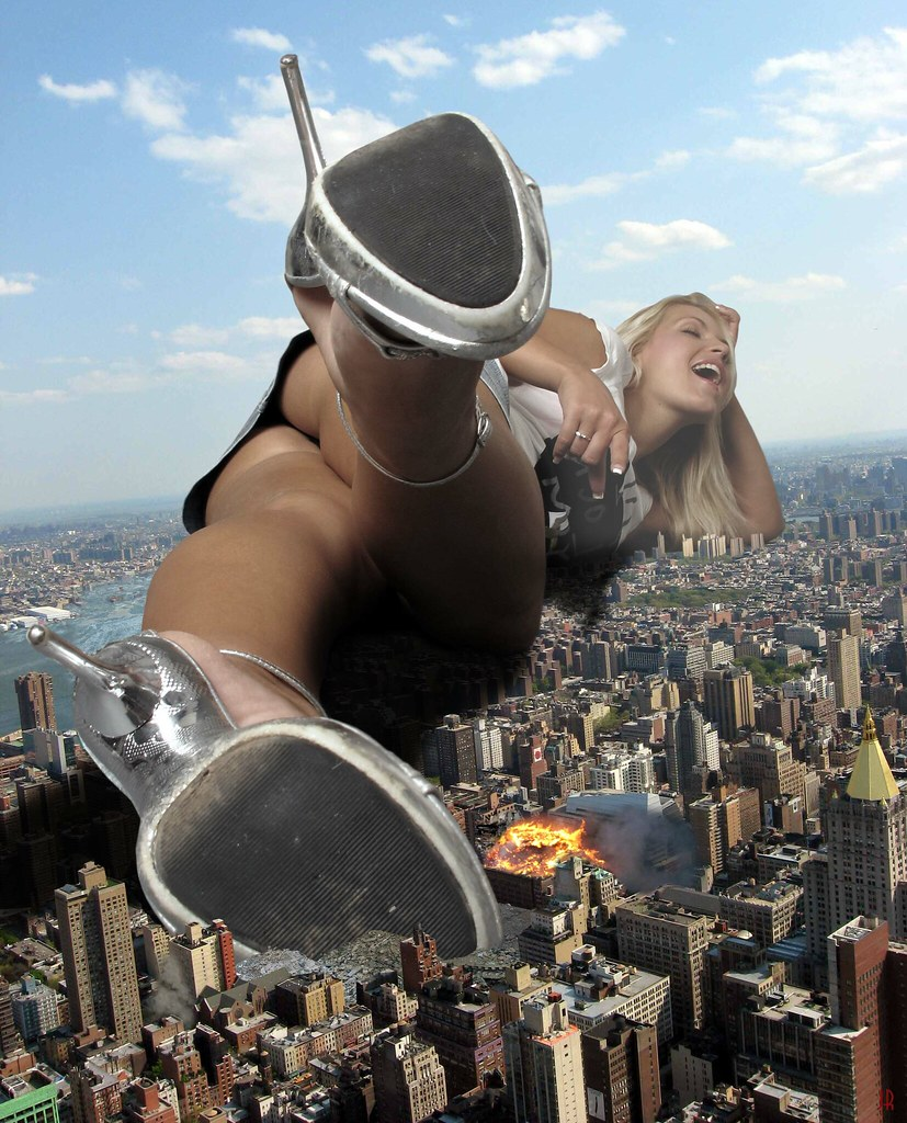 Giantess nude in the city naked comic