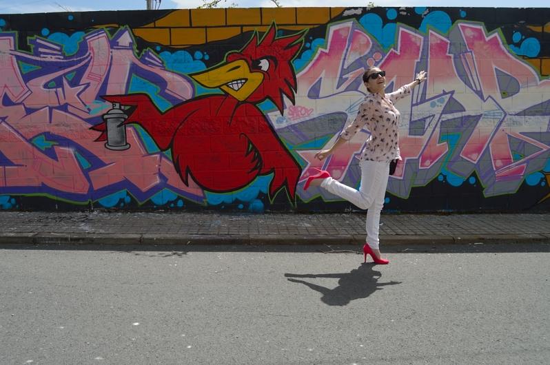 lara-vazquez-madlulablog-style-white-look-graffiti