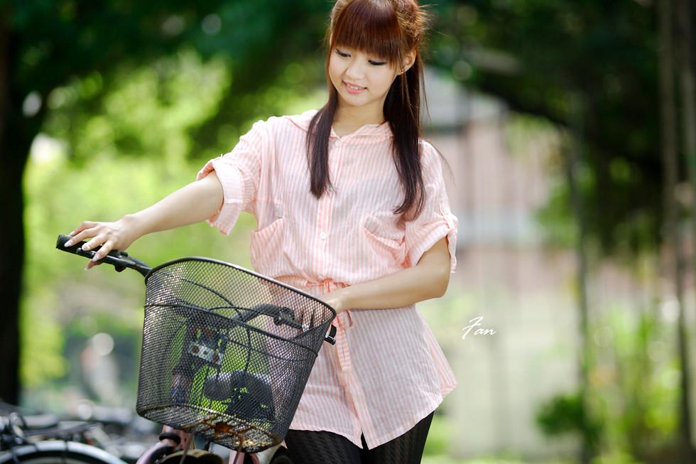 云希女僕風  9月1日徵攝影師6人