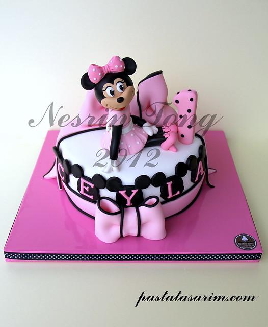 1ST BIRTHDAY MINIE MOUSE CAKE