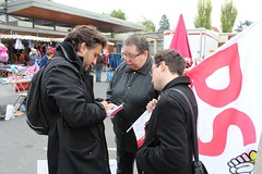 7 avril 2012 - Fabrice Rizzoli et les militants de la 6ème au marché de Deuil-la-Barre
