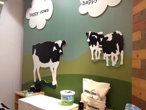店内はかわいい牛さんが@BEN&JERRY'S(ベンアンドジェリーズ)表参道ヒルズ店