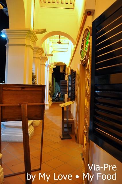 2012_05_28 Via Pre Tavern in Habour 045a