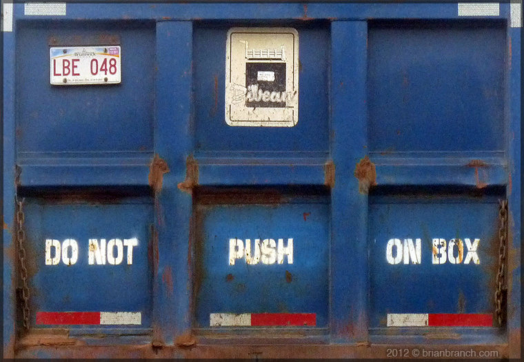 P1250486_do_not_push_on_box
