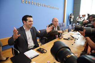 Alexis Tsipras, Gregor Gyis und Klaus Ernst in der Bundespressekonferenz