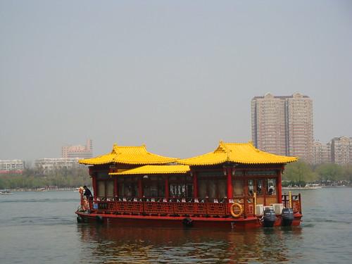 大明湖上的游船