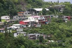 一場風災打散了這個原始的部落,下部落因地層錯位,被迫遷移到百合園區。