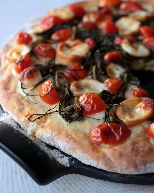 pizza agretti scamorza e pomodorini