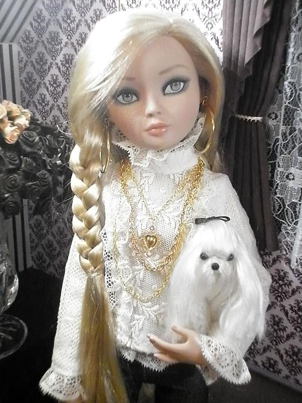 Mon Essential Four blonde 7304356980_f61c9c479a_c