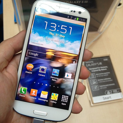 Samsung Galaxy S3 in my hand. big screen, slim, slippy back cover, burst shots work great.