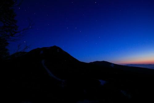 夜明けを迎えるイワオヌプリ