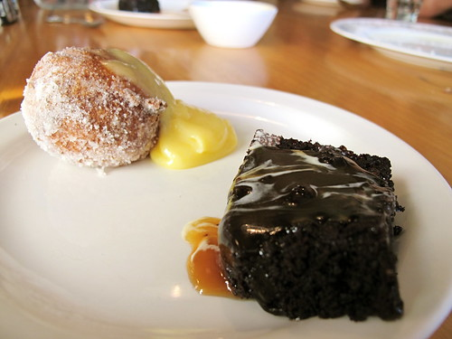 Beignet and brown ale pudding