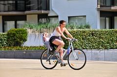 'De moeder, het kind en de fiets' De Panne