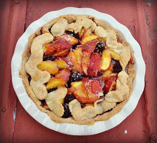 peach blackberry pie by oyabakamama