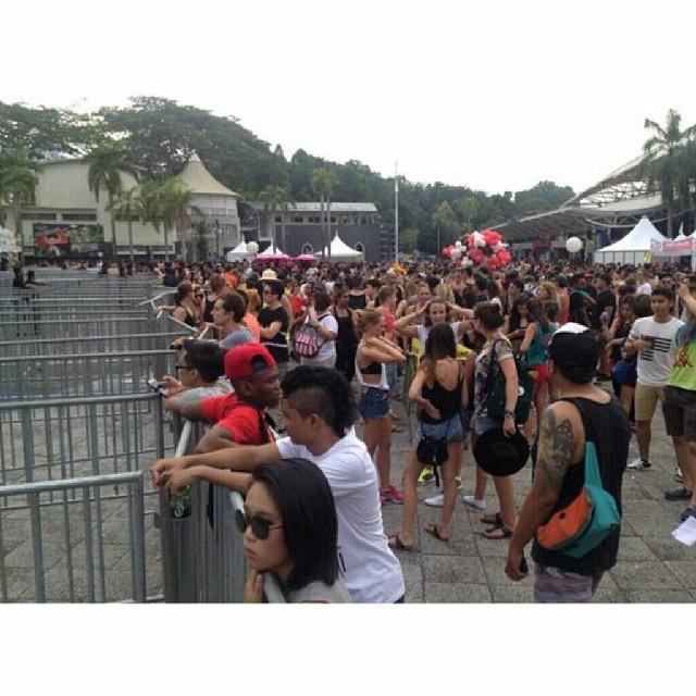Konsert Future Music Festival Asia 2014 dibatalkan berikutan ada pengunjung telah mati akibat penyalahgunaan dadah berlebihan. Berita lanjut, sila layari: www.budiey.com #FutureMusicFestivalAsia #fmfa #fmfa2014