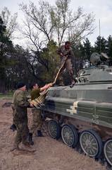 На полігоні екіпажі БМП окремої механізованої бригади підвищують вишкіл