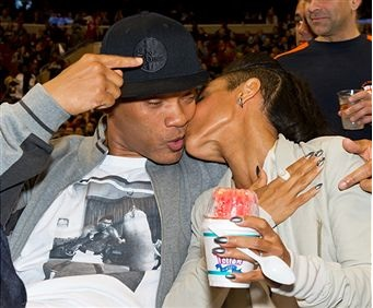 Will-Smith-and-Jada-kiss-photo (14)