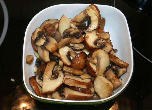 27 - Champignons entnehmen / Remove mushrooms