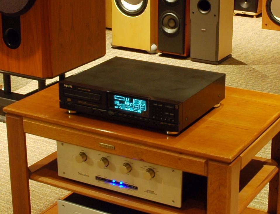 CD880_1
