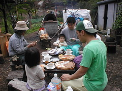 お昼に焼きたてパンを頂く(2012/5/4)