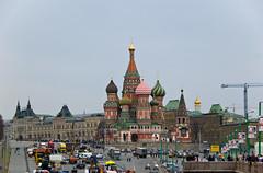 Vue sur la Place Rouge et la Cathédrale Saint Basile depuis le Pont Bolshoy Moskvoretsky