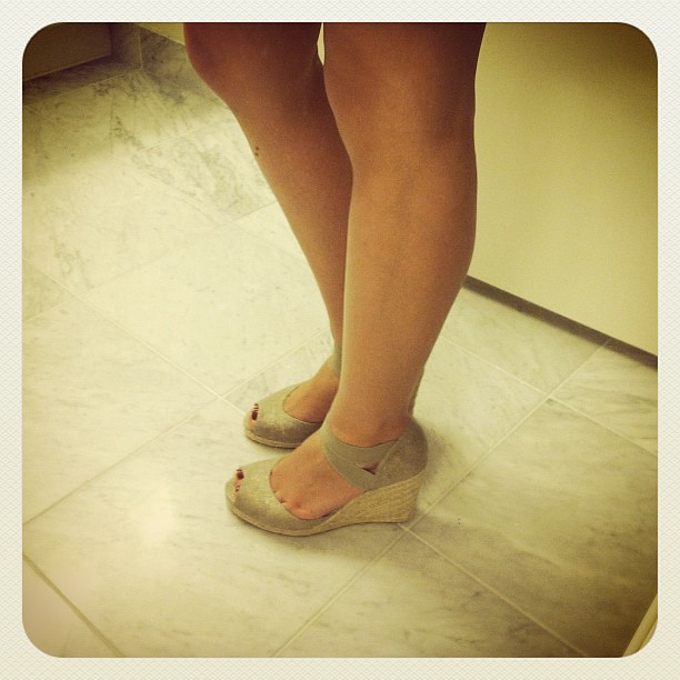 Adrienne Vittadini坡跟凉鞋