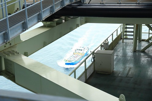 大船這裡看都很小