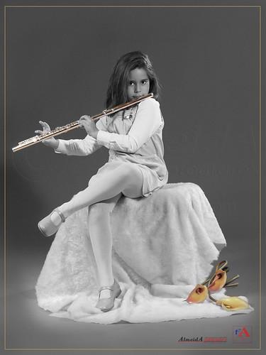 30x40-esther-flauta by José A. Almeida